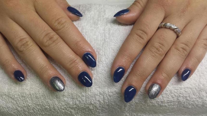 zimowy manicure hybrydowy
