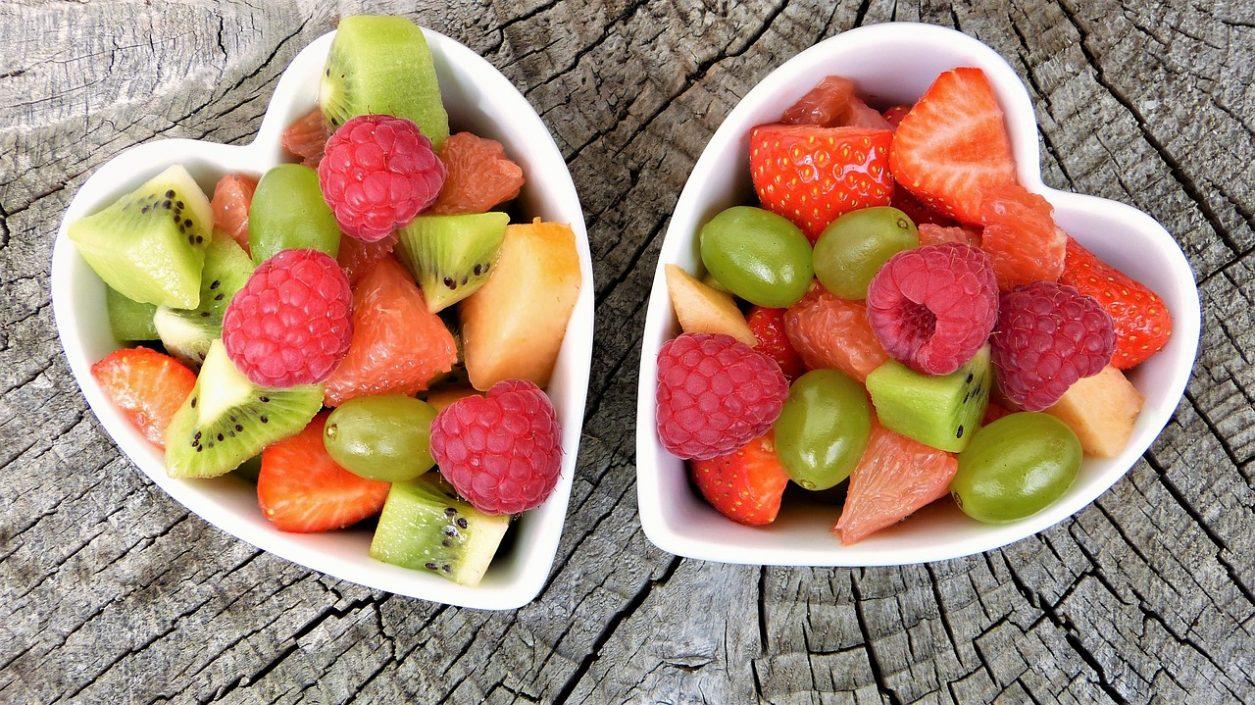właściwości zdrowotne owoców sezonowych